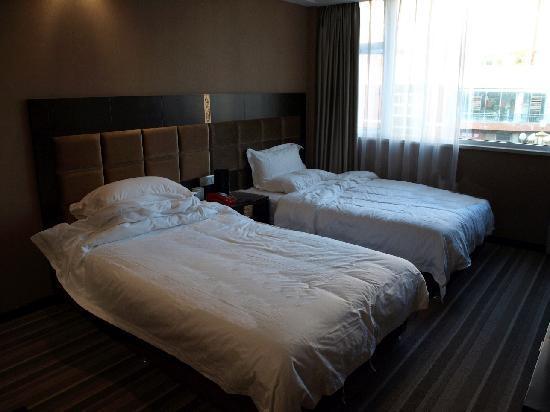 Meilihua Hotel: 房间宽敞,床也很宽