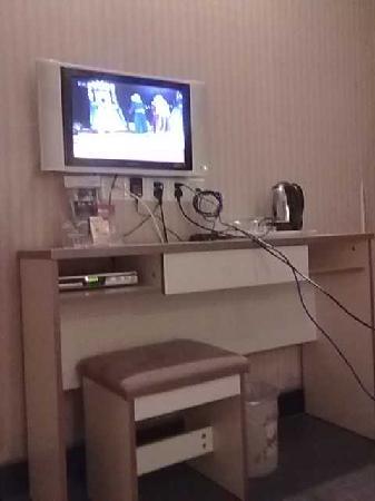 Qingmu Hotel (Nanjing Fengfu Road): 房间电视机