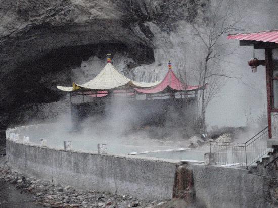 Tianshengqiao Hot Spring Resort : PC311120