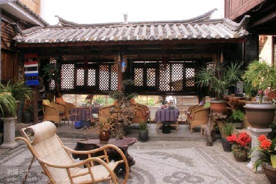 Naxi Yunyin Inn : 小河流水
