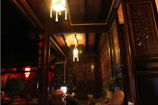 Naxi Yunyin Inn : 客栈夜景