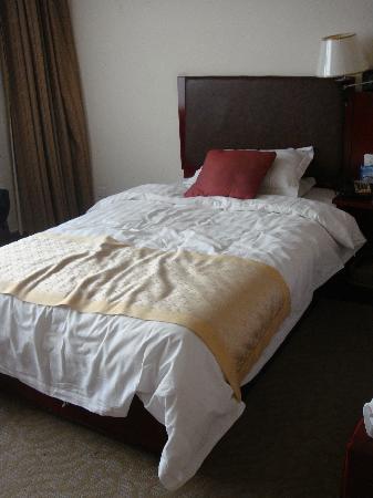 Kunlun Hotel : 床也挺大的