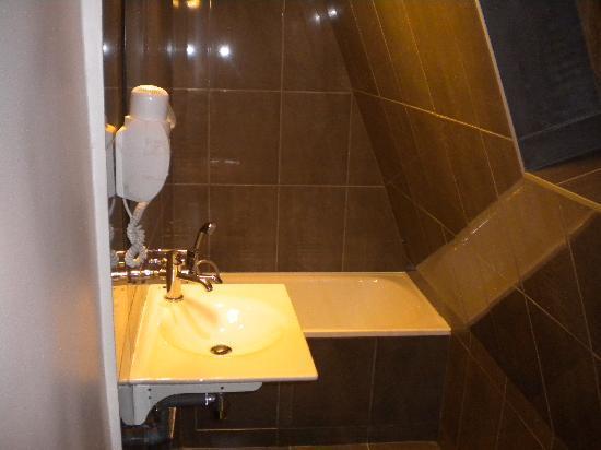 Plug-Inn Hostel : 厕所