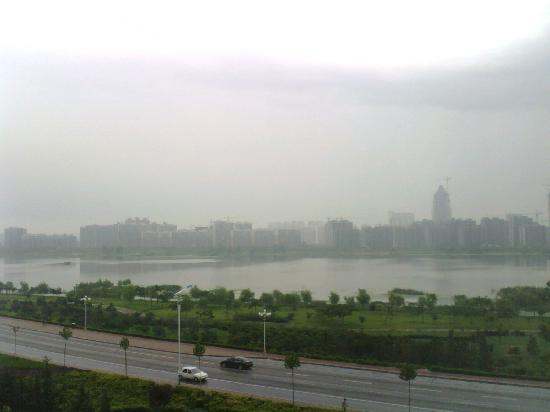 Home Inn (Linyi Binhe Avenue): 窗外的沂河美景