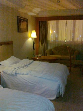 Orange Hotel Select Qingdao Wusi Square: 房间