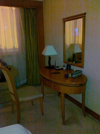Orange Hotel Select Qingdao Wusi Square: 写字台