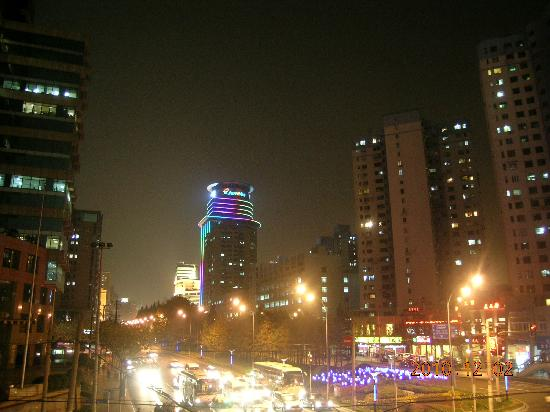 Home Inn (Shanghai Xujiahui Wanping South Road) : 向东的肇嘉浜路