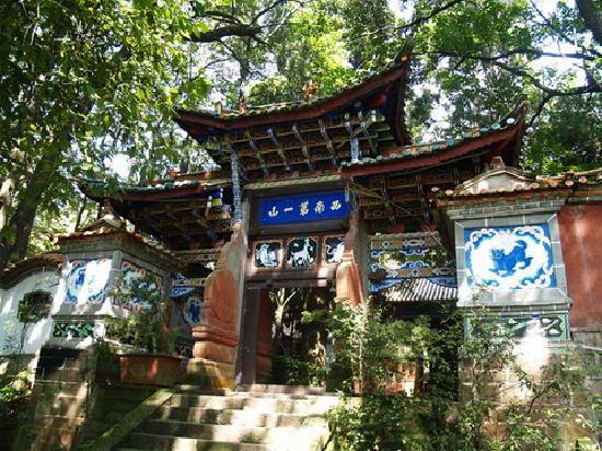 Wuding County, Chine : 正续禅寺牌坊(正)
