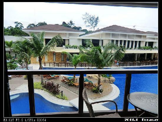 Henann Lagoon Resort: 阳台外就是大泳池