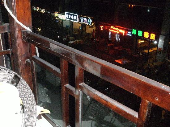 Lianbi Family Inn: 晚上 阳台景色