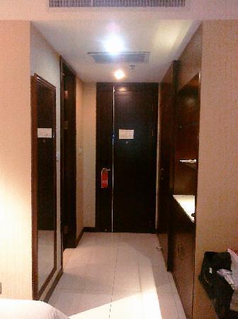 Lotus Business Hotel(Qujiang Road): 房间门厅