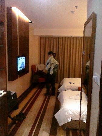 Lotus Business Hotel(Qujiang Road): 小美女和房间电视墙