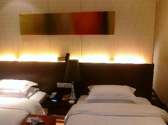 Lotus Business Hotel(Qujiang Road): 床太重要了,再给一张按特写