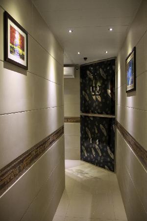 Artland Guest House: 房间入口