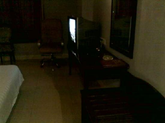 Zequan Hotel: 从门廊看房间