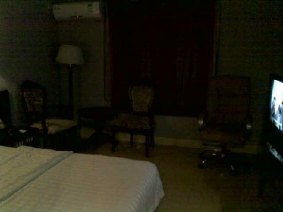 Zequan Hotel: 沙发和茶几