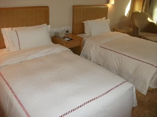 Oriental Garden Hotel: 酒店的大床宽大厚实,足以达到五星级