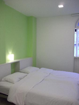 hangout@jonker: 因为大床都每窗,所以就只好订双床房拼成大床啦~