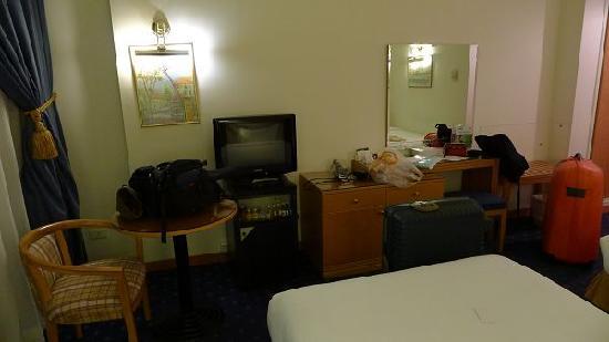 Cavalier Hotel: 房间稍显有点小,但设施还是全的