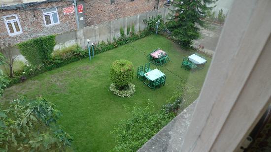 Acme Guest House: 我们住的花园景房,比非景观房贵5美金,完全没有必要。但是花园还可以,也只有花园还可以