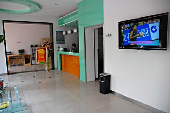 QQ Hotel Wuhu Huangshan Middle Road: 大厅