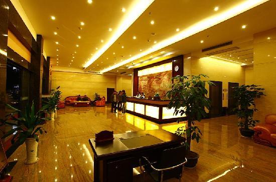 Jili Business Hotel: 大堂全景