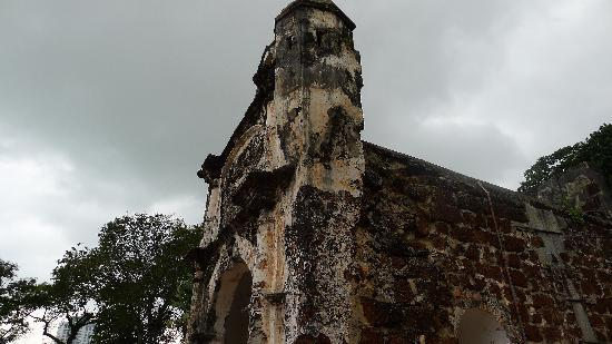 Melaka, Malasia: 马六甲最古老的城墙一部分,曾经是抵御海上侵略的坚固堡垒