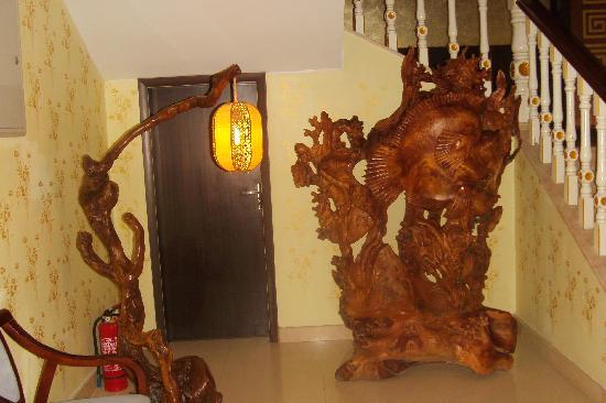 Haitong Hotel: 走廊里的摆设