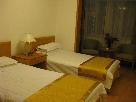 Anzhen Plaza: 这样的房间,套房里一共有三个,都很宽敞。