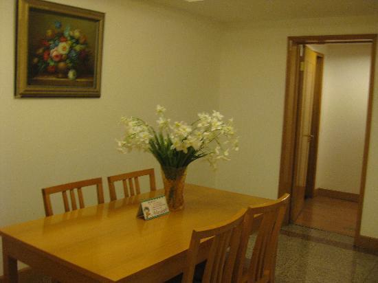 Anzhen Plaza: 除了大客厅,还有个小厅,可用来吃饭