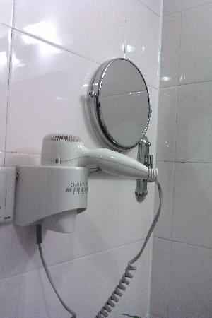 Tianyu Gloria Grand Hotel Xian: 介个镜子怎么拉出来用啊
