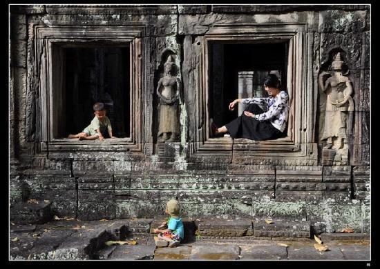 Angkor Wat: 寂静的斑黛喀蒂寺  和孩子们的美丽相遇