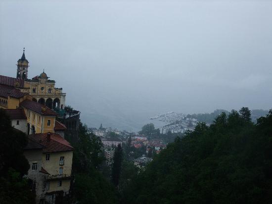 Locarno, Schweiz: 坐缆车俯视