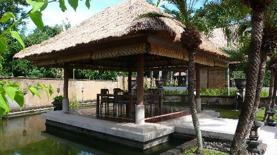 The Villas At Bali Golf And Country Club: 硕大的饭厅
