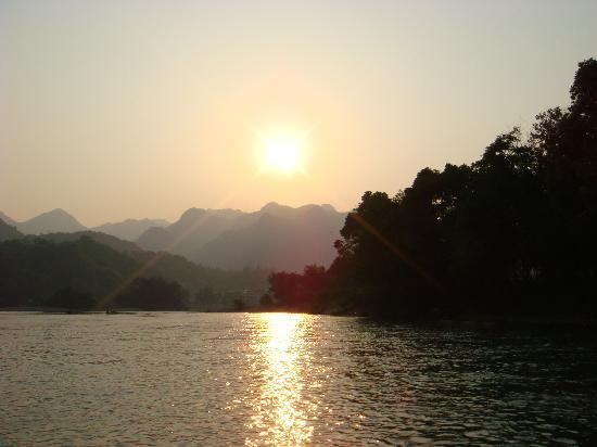 Nanxi River Yanjiang Rural Cultural Zone: 晚霞中的楠溪江