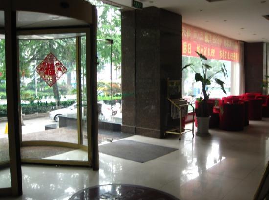 GreenTree Inn Nanjing Yudao Street Business Hotel : 大堂还有 茶座,等人或者谈事还算方便