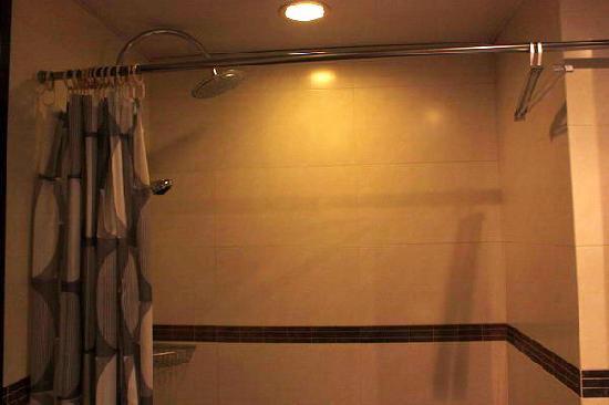 Pop Hotel: 没有浴缸 更方便安全