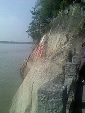 Chibi, China: 赤壁二字,记载着千年的江湖