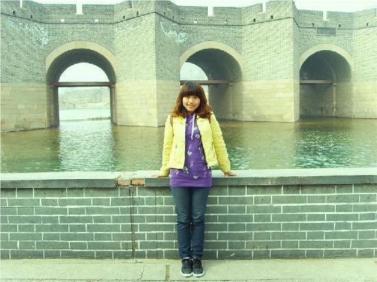 Jiumenkou Great Wall: 在水上长城旁边哦!!