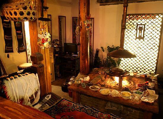 Nafuju Inn: 火塘吃饭