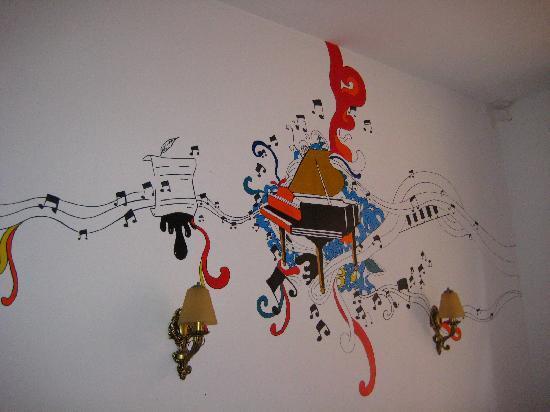 Sijiaolou Hostel: 房间的墙