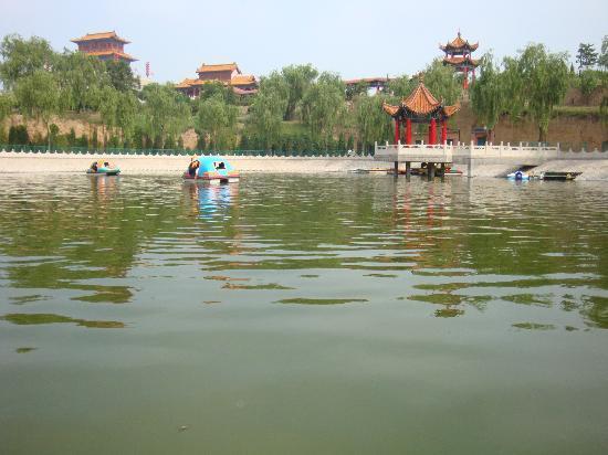 Jinzhong, China: 祝融公园一角