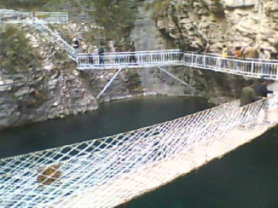 Linzhou Grand Canyon: 桃花谷的吊桥