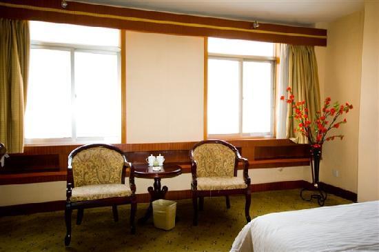 Renyuan Grand Hotel: 位置