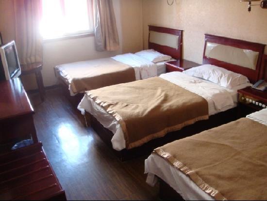 Baocheyuan Hotel : 三人标准间
