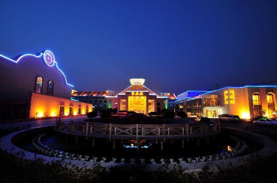 Yizhou Hotel: 酒店夜景
