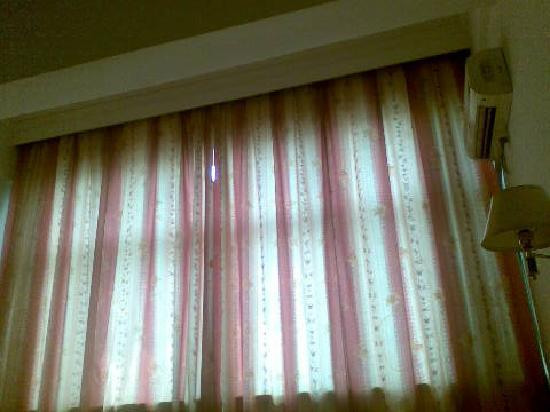 Dongtai Leida Hotel: 就是这个窗帘,不遮光
