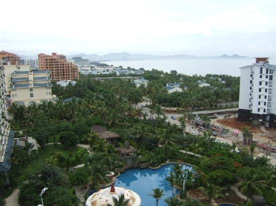 Phoenix Rujia Sea View Holiday Apartment Sanya Dadonghai: 前面就是海