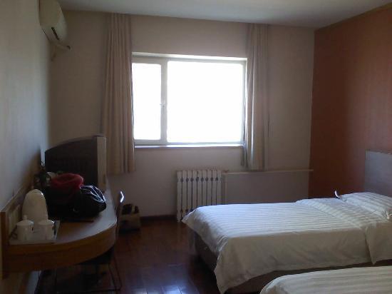 Joy Inn Beijing Xizhimen: 这是第一天住的288的房间。第二天到第七天换的198的特价双人间,房间设施、格局与288的都一样,只是面积略小。