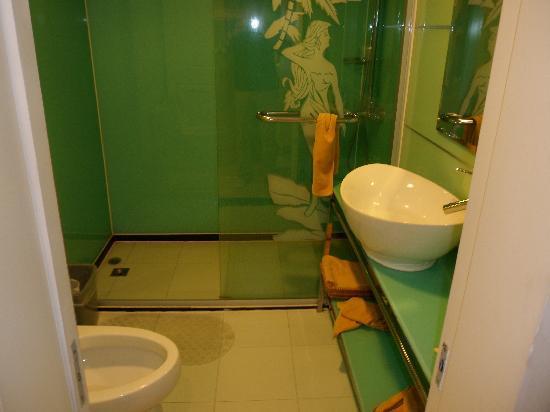 Golden Island Hotel Shanghai: 干净的卫浴设施